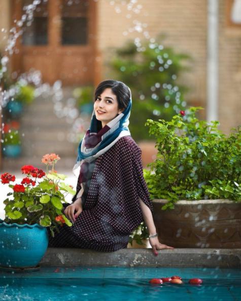 ژست های جدید و جذاب عکاسی برای دختر خانم ها